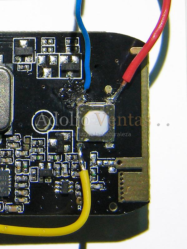 Detalle de la soldadura realizada en el botón de disparo del mando Yongnuo RF603C