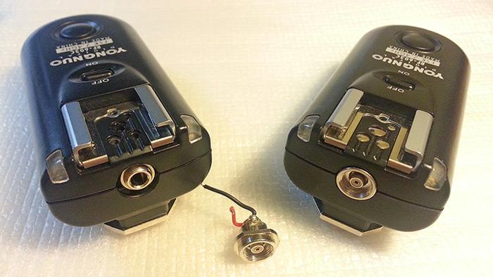Mando Yongnuo RF603C modificado junto a uno SIN modificar y el Conector PC-Sync retirado..