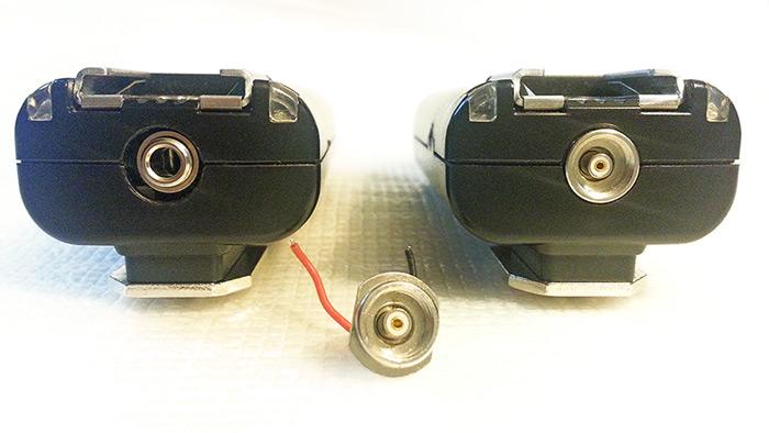 Mando Yongnuo RF603C modificado junto a uno SIN modificar y el Conector PC-Sync retirado.